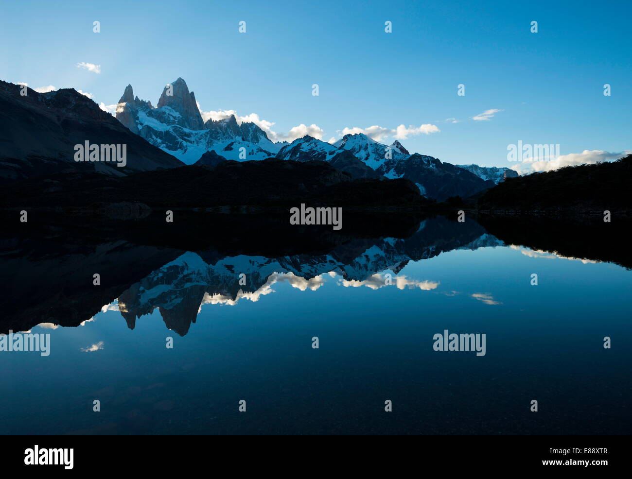 Cordillera de Fitz Roy, laguna Capri, el Parque Nacional Los Glaciares, la UNESCO Sitio, Provincia de Santa Cruz, Imagen De Stock