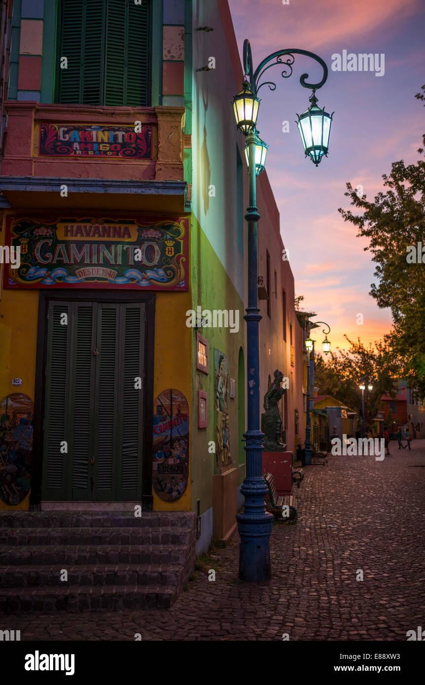 El Caminito al anochecer, La Boca, Buenos Aires, Argentina, Sudamérica Foto de stock