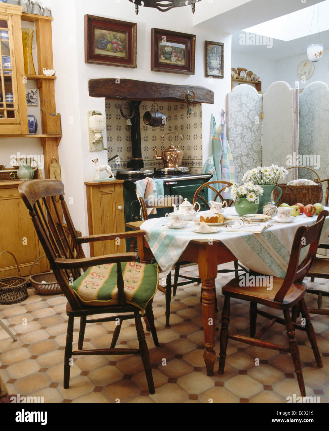Traditional Furniture Kitchens Green Imágenes De Stock & Traditional ...