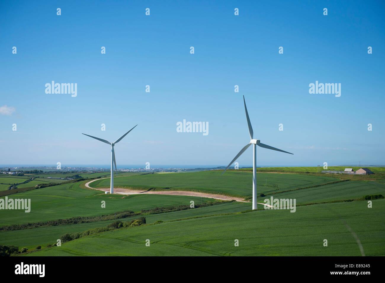 Las turbinas eólicas de producción de energía renovable en Cornwall. Imagen De Stock