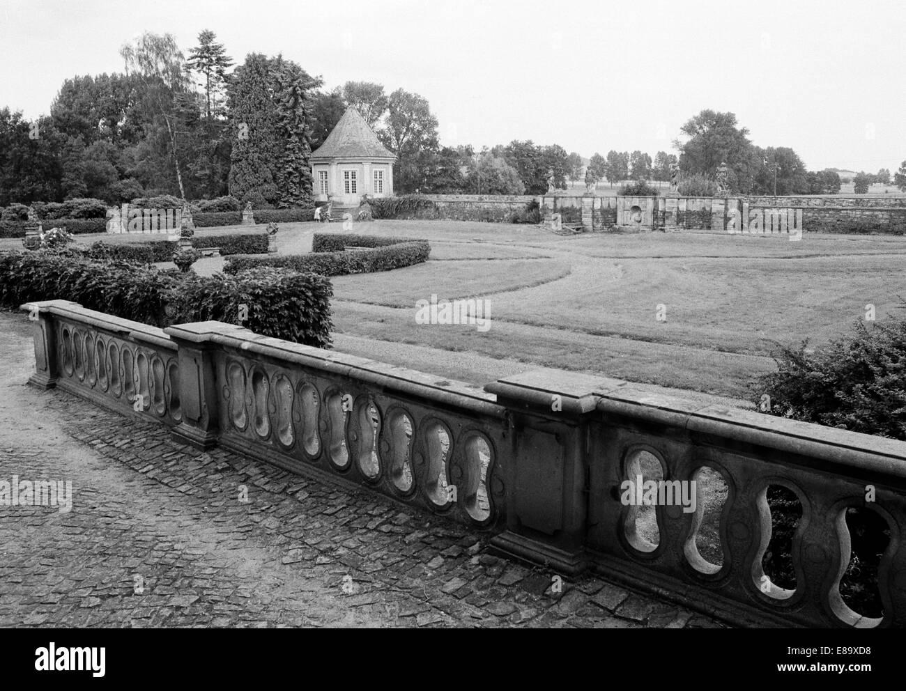 Achtziger Jahre, Schlosspark von Schloss Schwoebber en Aerzen-Koenigsfoerde, Weserbergland, Niedersachsen, heute Schlosshotel Muenchhausen Foto de stock