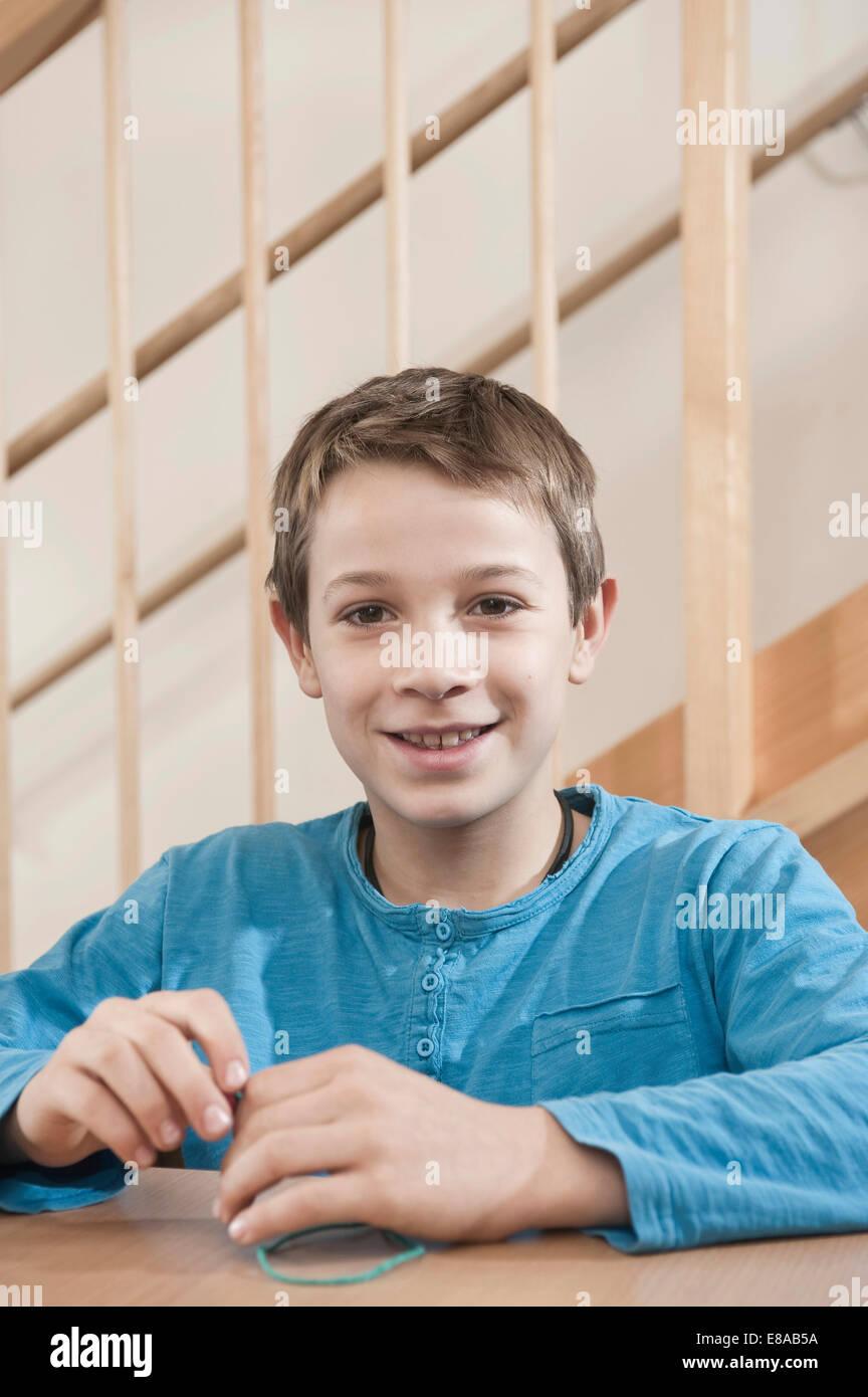 Retrato de niño jugando Imagen De Stock