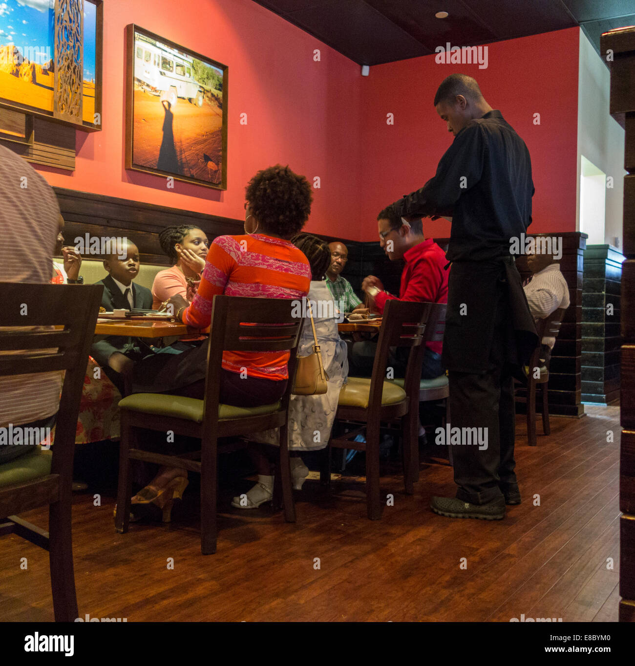 Cenas Familiares, Outback Steakhouse restaurante, Nassau, Las Bahamas Imagen De Stock