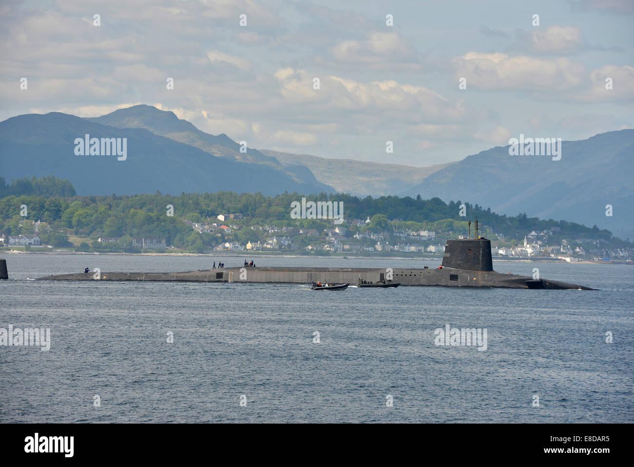 Submarino nuclear de la flota británica en el Firth of Clyde, Escocia Imagen De Stock