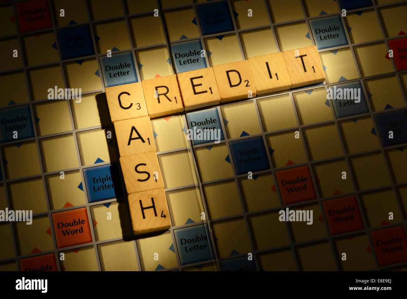 Scrabble junta con las palabras el crédito en efectivo Imagen De Stock