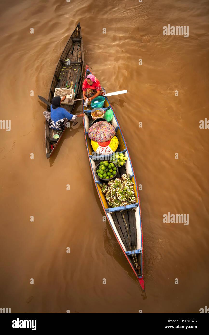 Indonesia, sur de Kalimantán, Banjarmasin, tradicional mercado flotante Imagen De Stock
