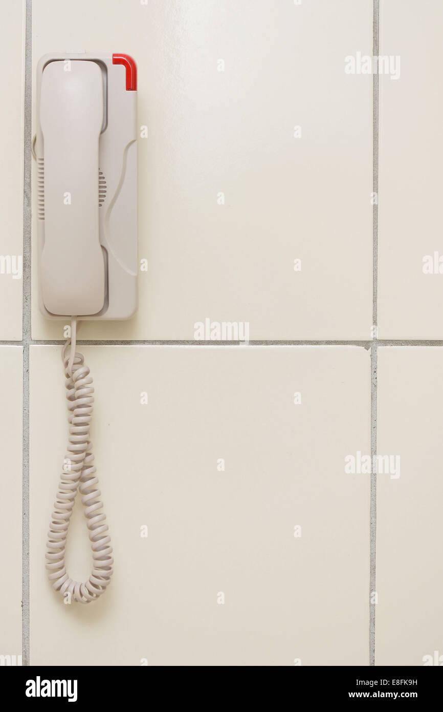 Malasia, Blanco teléfono colgado en la pared Imagen De Stock