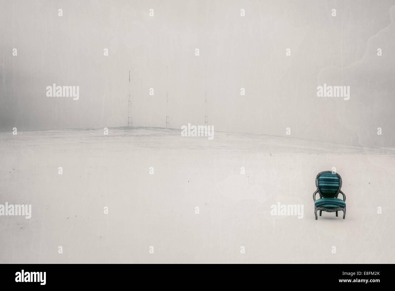 Estados Unidos, Iowa, Cedar Rapids, silla en azul y verde paisaje blanco Imagen De Stock