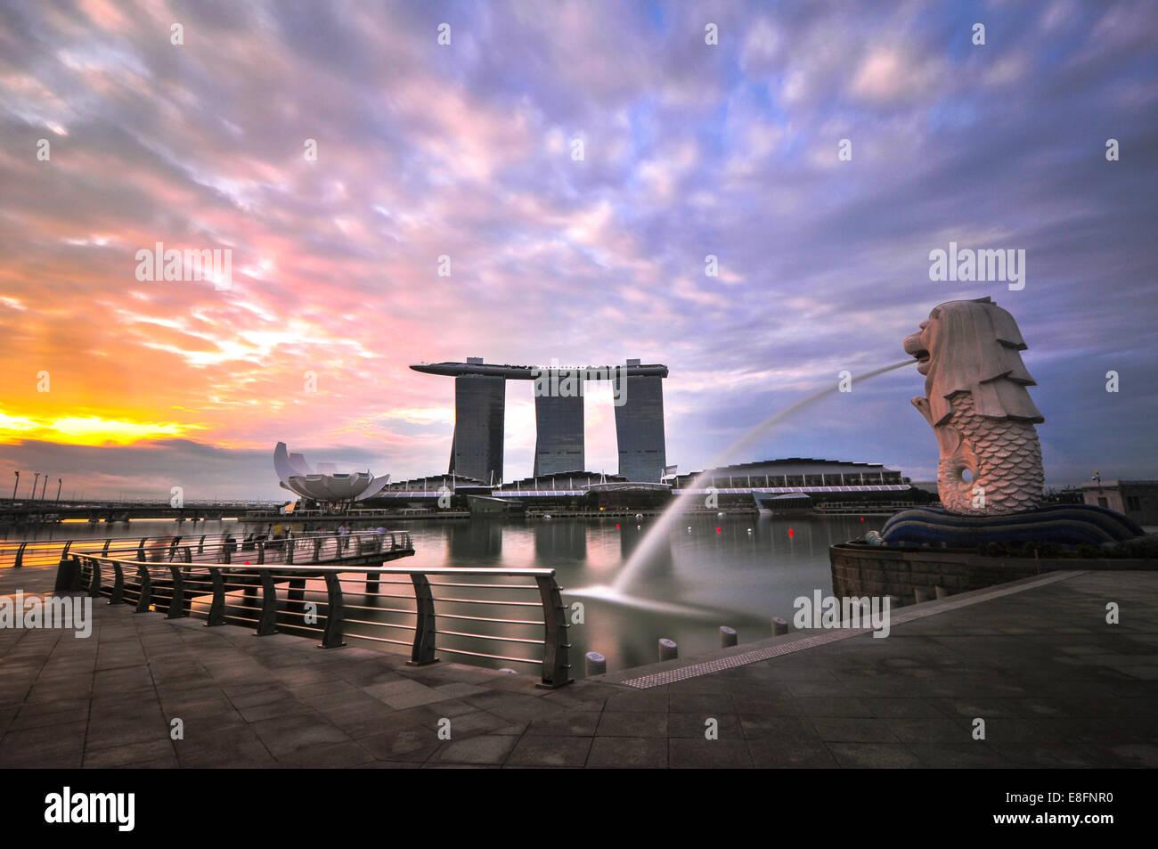 Singapur, Merlion, Vista de estatua Merlion Imagen De Stock