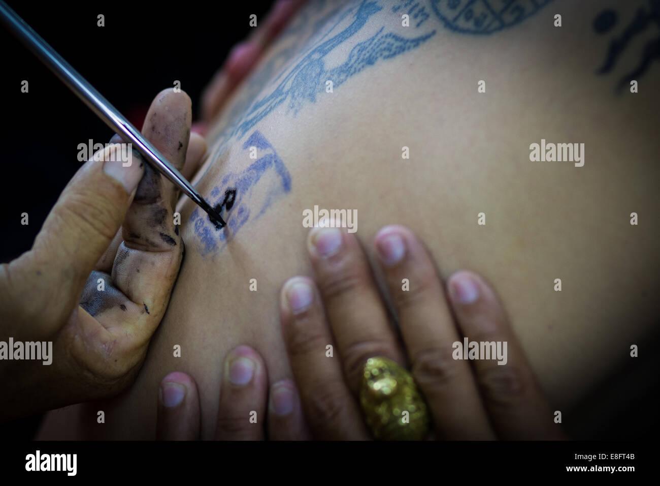 Tailandia, Provincia Samut Prakan Provincia, Sak Yant, Festival donde los monjes devotos de tatuaje Imagen De Stock