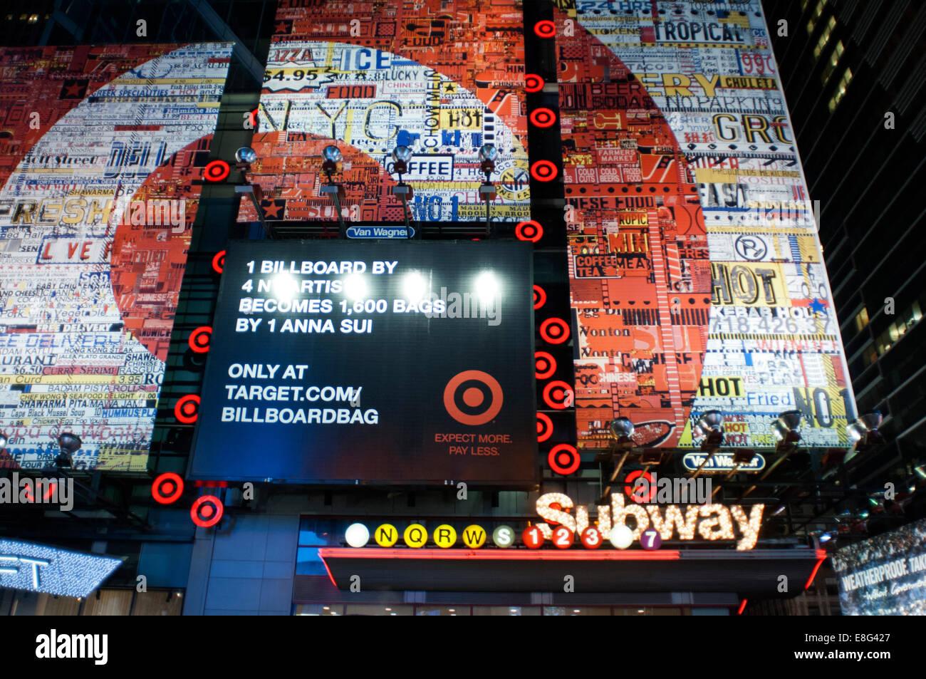 Times Square del Metro. 1560 Broadway, entre 46th y 47th Street . Teléfono 212-869-5667 (8:00 a 20:00) . Casi Imagen De Stock