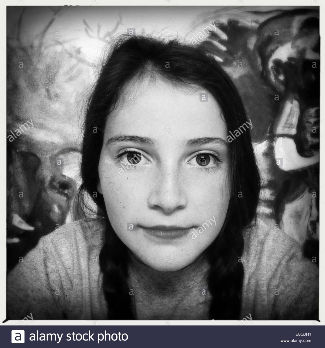 Chica mirando a la cámara Imagen De Stock