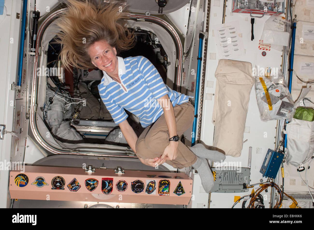 La unidad conecta el nodo sirve como un pasaje a muchas otras partes de la Estación Espacial Internacional. Las tripulaciones suelen comer, salón Foto de stock
