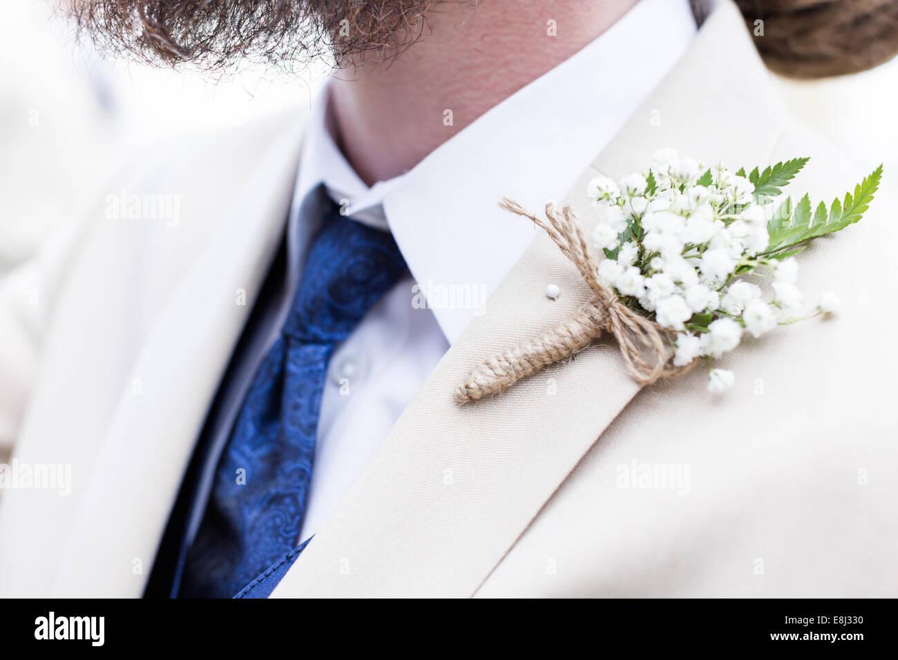 Ojal pin up para novios traje justo antes de la boda Fotografía de ...