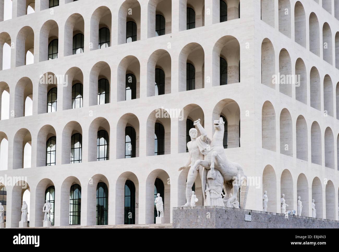 Palazzo della Civiltà Italiana, el Palacio de la Civilización Italiana, también Colosseo Quadrato, Imagen De Stock