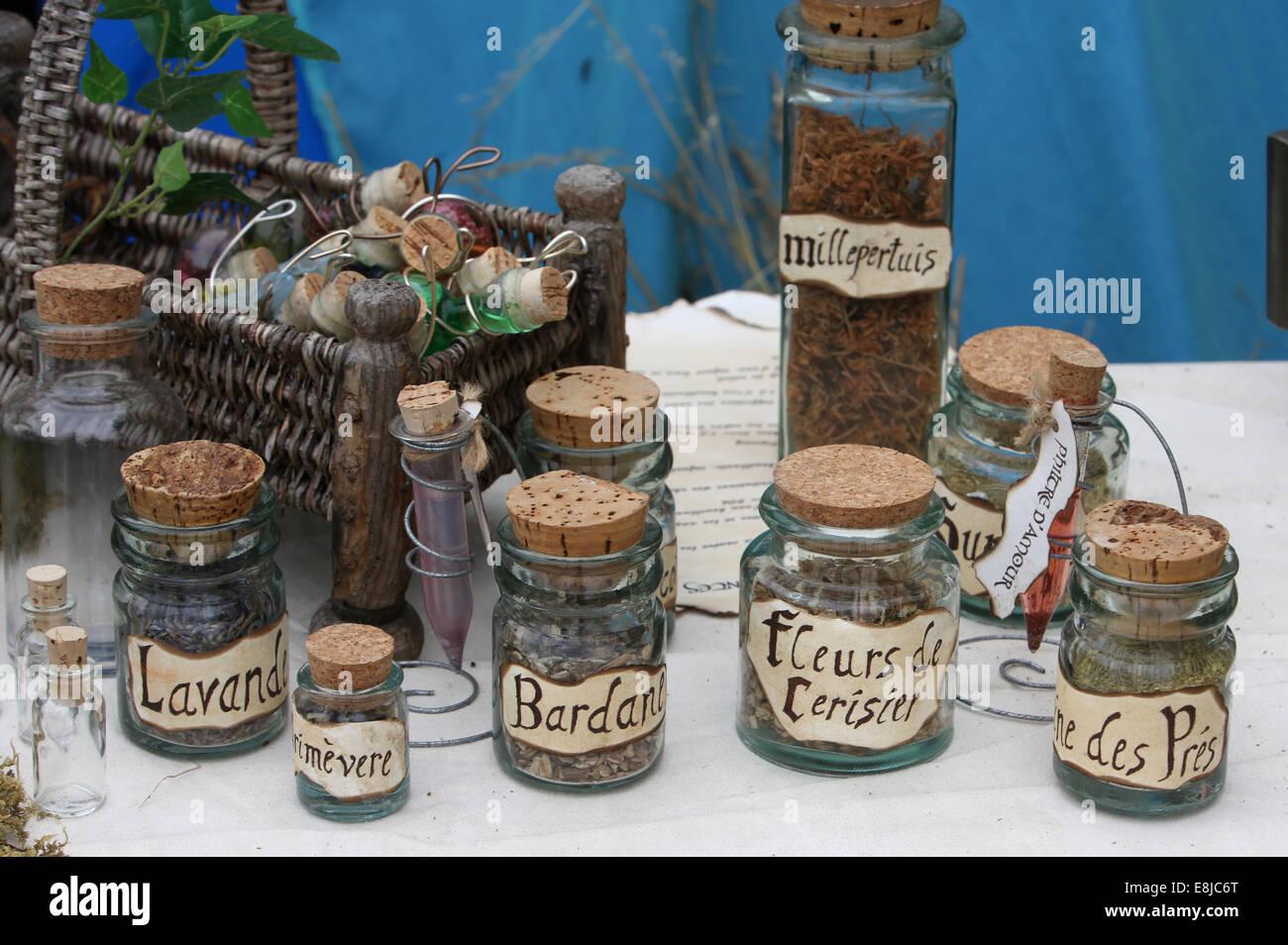 El comercio de hierbas. Producción de herbolario. Imagen De Stock