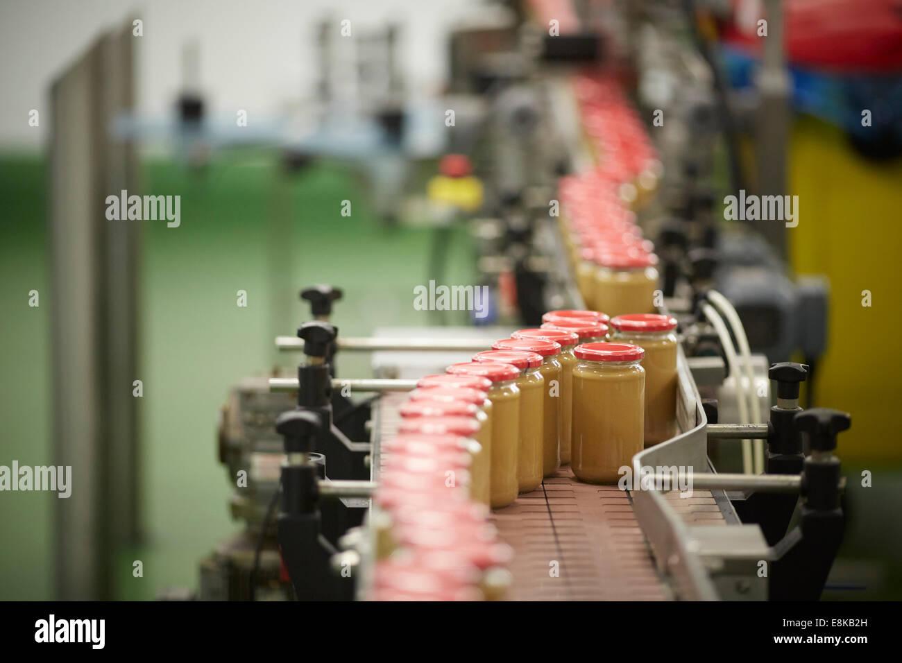 Planta de producción de fabricación de mantequilla de maní en el negocio familiar de línea de Imagen De Stock