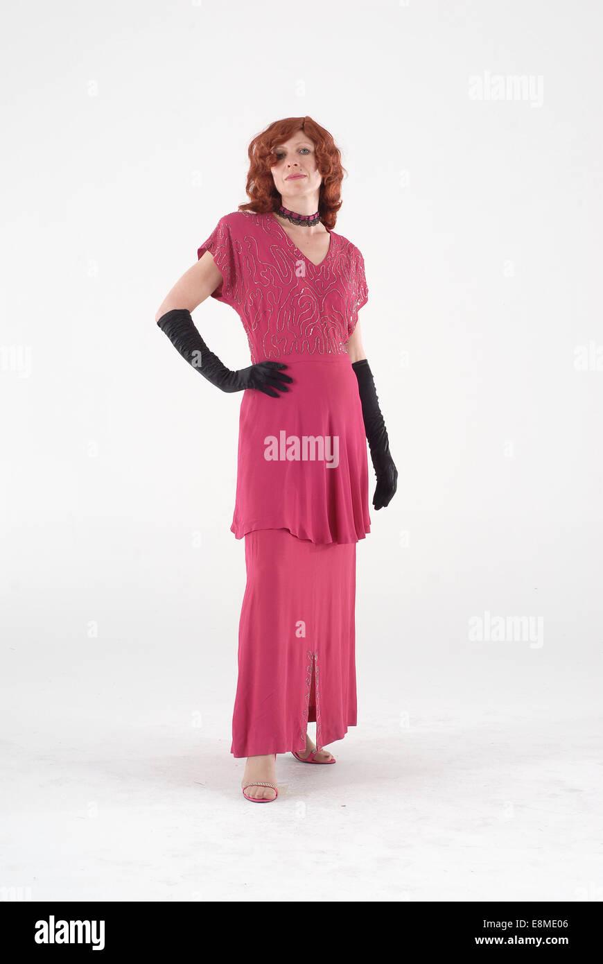 43e603e99 Mujer en vestidos de traje de comedia en 1960 moda ropa divertida y loca