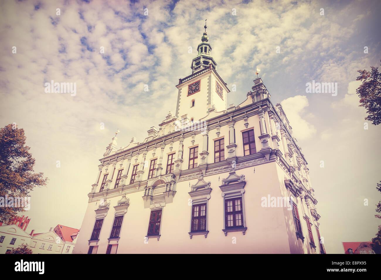 Vintage Retro foto filtrada del ayuntamiento en Chelmno, Polonia. Imagen De Stock