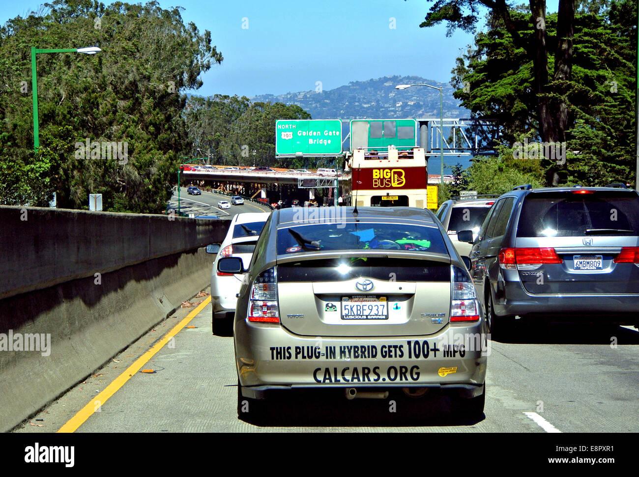 Plug-in híbrido en el tráfico en San Francisco, California Imagen De Stock