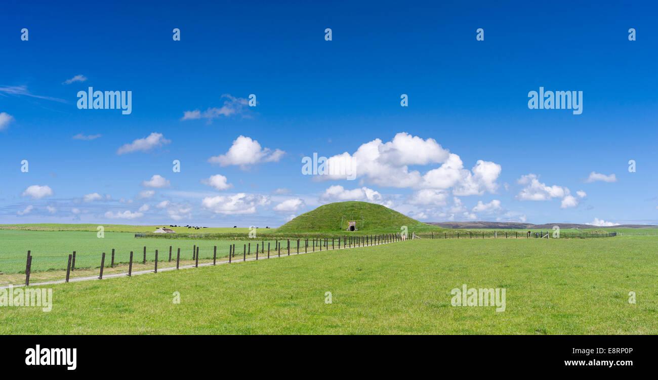 (Maeshowe Maes Howe) es un cairn septadas Neolítico (c.2800 a.C.), un sitio de Patrimonio Mundial de la UNESCO. Las Islas Orkney, Escocia. Foto de stock