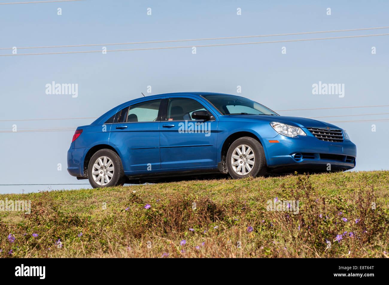 Chrysler Sebring Sedan azul a partir de 2008 en Florida, EE.UU. Imagen De Stock