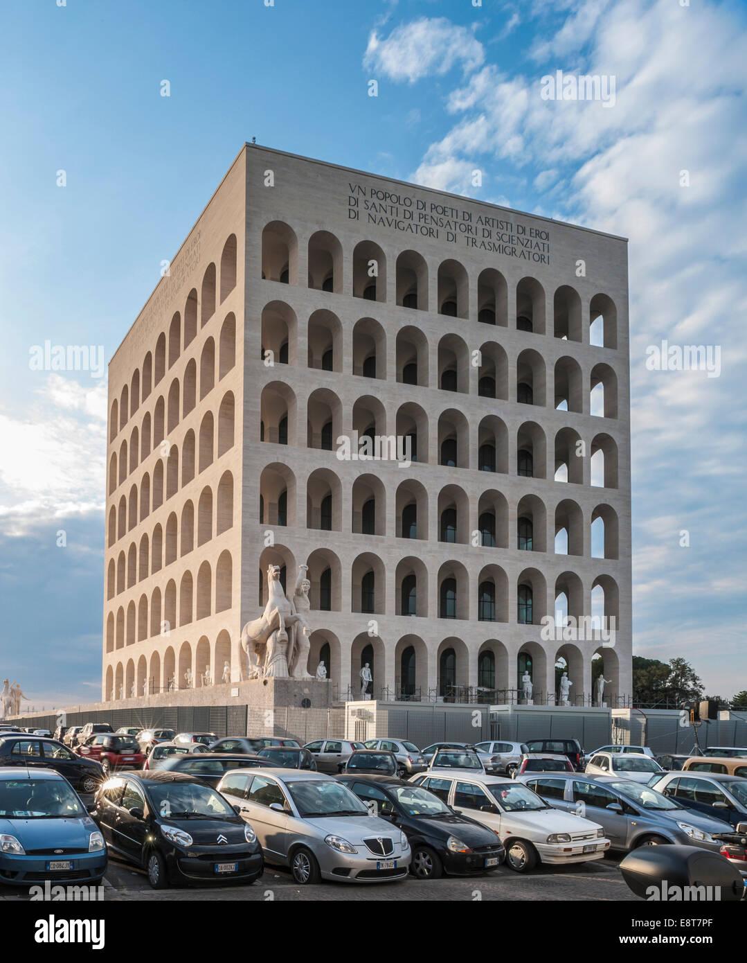 Palazzo della Civiltà Italiana, el Palacio de la Civilización Italiana, también conocido como el Imagen De Stock