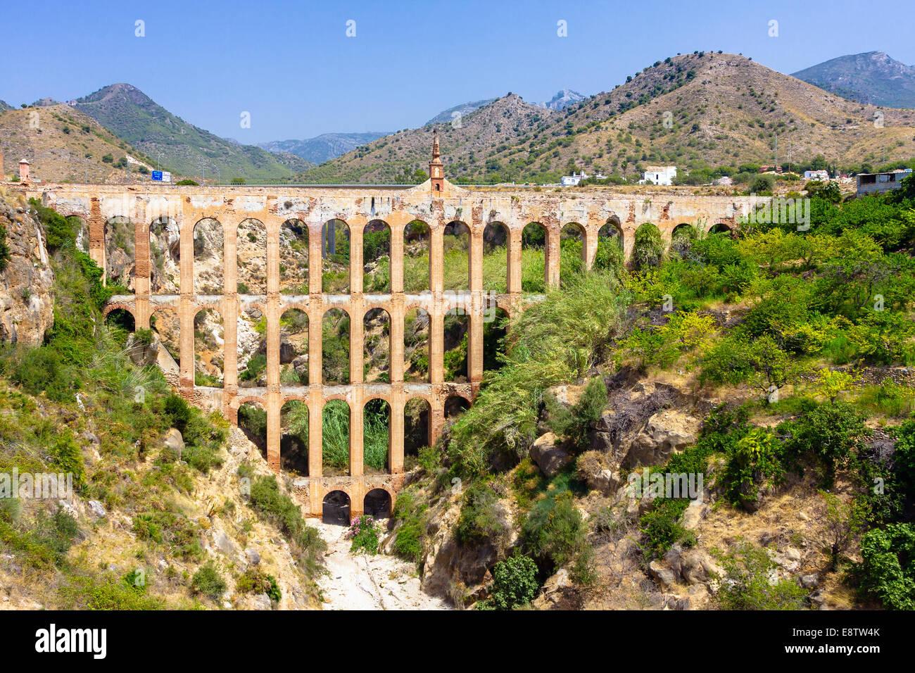 Antiguo acueducto en Nerja, España Imagen De Stock