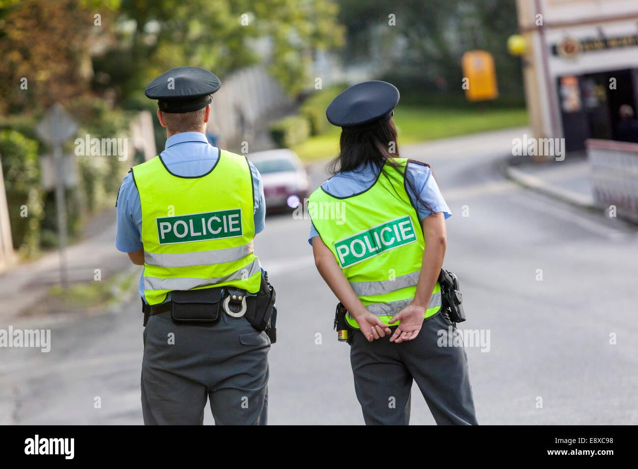 Dos policías de la policía de tráfico Checa , patrulla policial Imagen De Stock