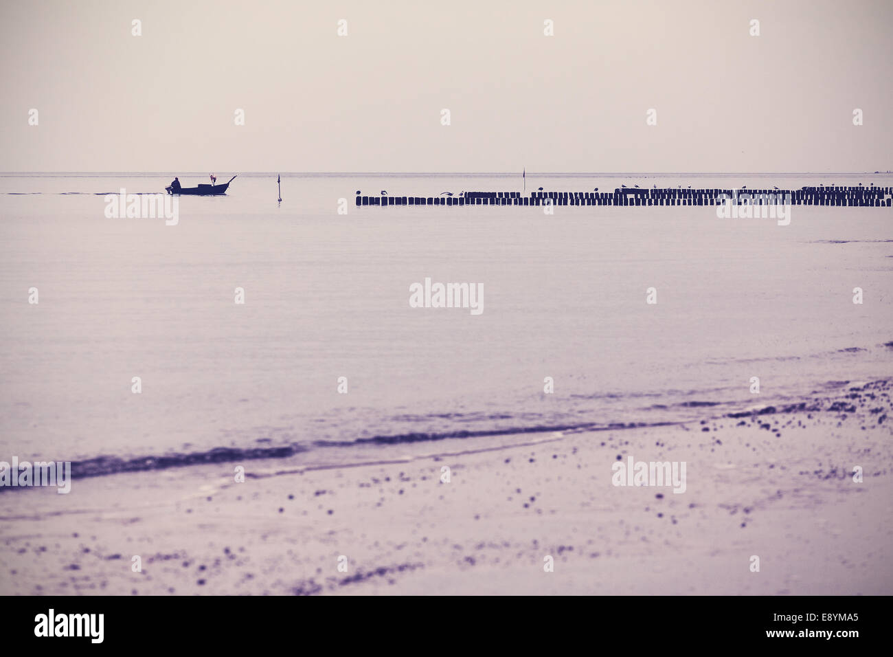 Filtra retro nostálgico paisaje del mar de fondo. Imagen De Stock