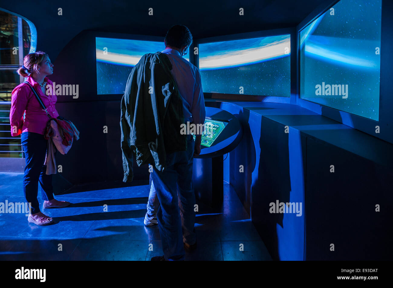 Italia Turín Piamonte Pino Torinese Inauguración de la nueva zona de museos del Museo de Turín planetario astronomía y espacio INFINI.Al 17 de octubre de 2014 -en una nave espacial de simulación de vuelo Foto de stock