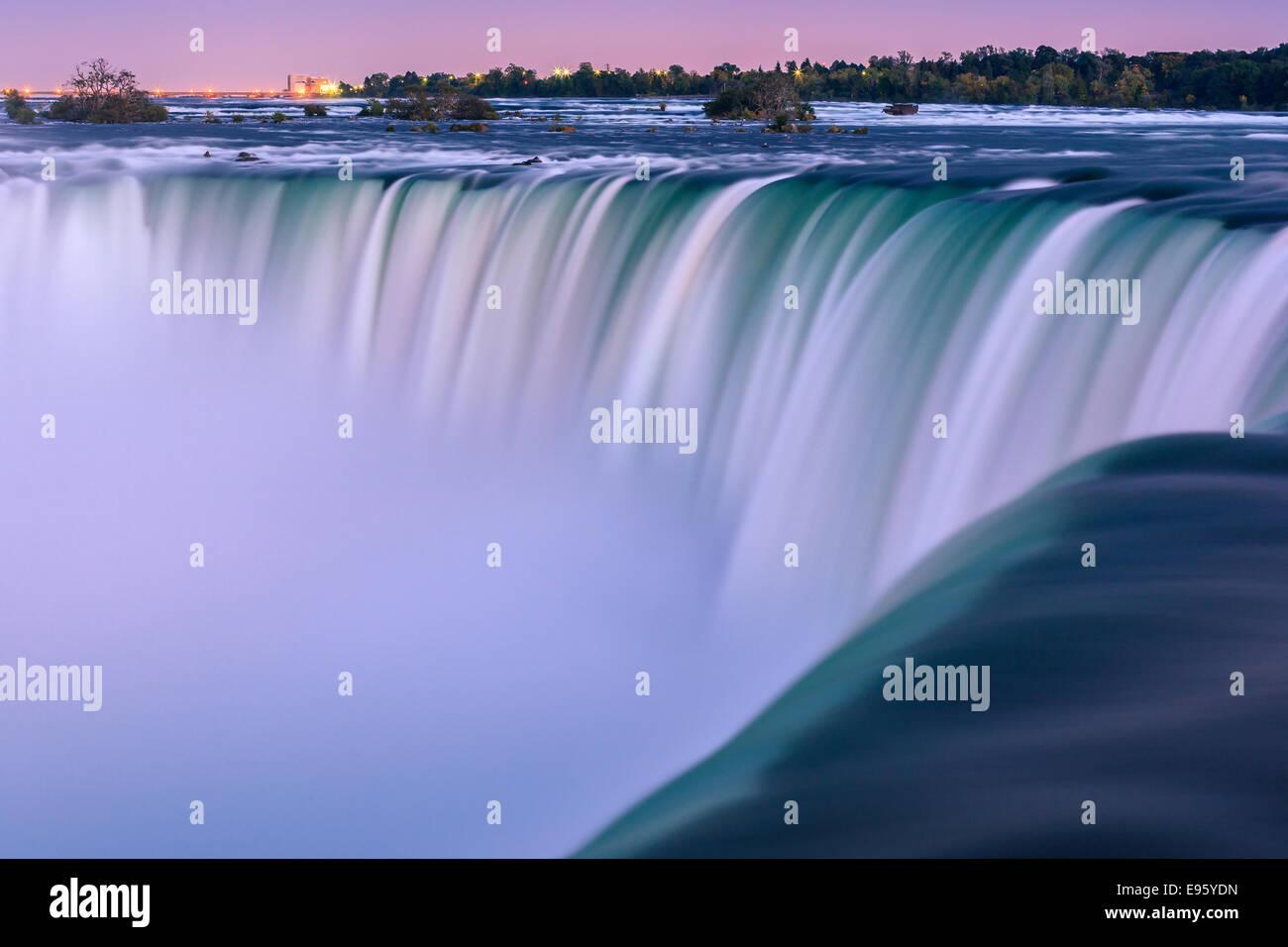 Horseshoe Falls, parte de la ciudad de Niágara Falls, Ontario, Canadá. Imagen De Stock