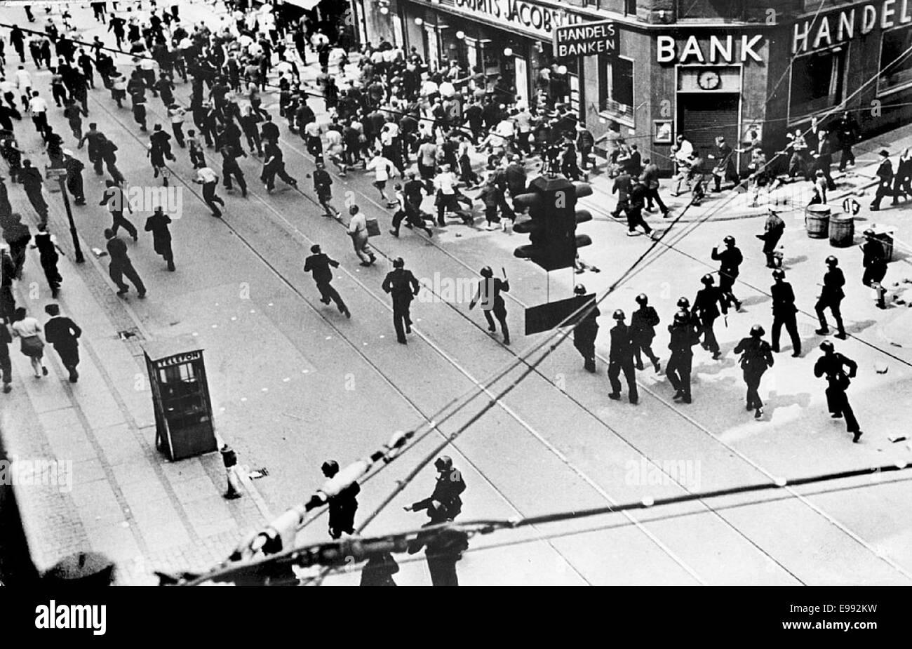 La policía borrado Nørrebrogade en Copenhague durante la huelga en 9268327806 o Foto de stock