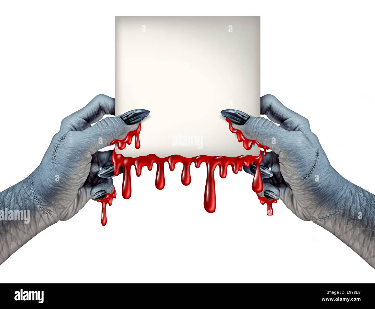 Zombie manos sangrientas firmar como un monstruo sosteniendo una tarjeta en blanco chorreando sangre signo en una Imagen De Stock