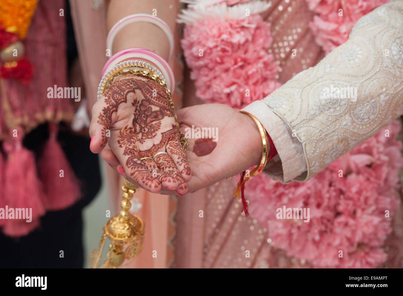 Varmala Imágenes De Stock & Varmala Fotos De Stock - Alamy