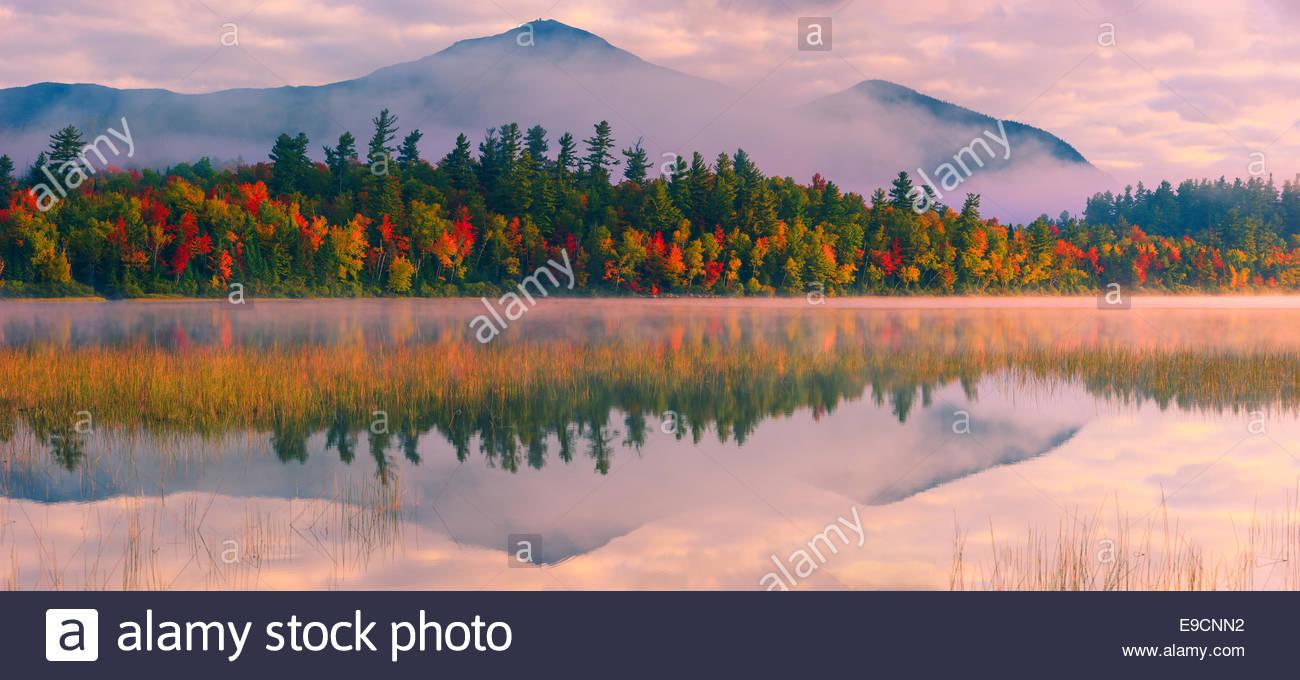 Connery Pond en Adirondack State Park, cerca de Lake Placid en la parte norte del estado de Nueva York, EE.UU. Foto de stock