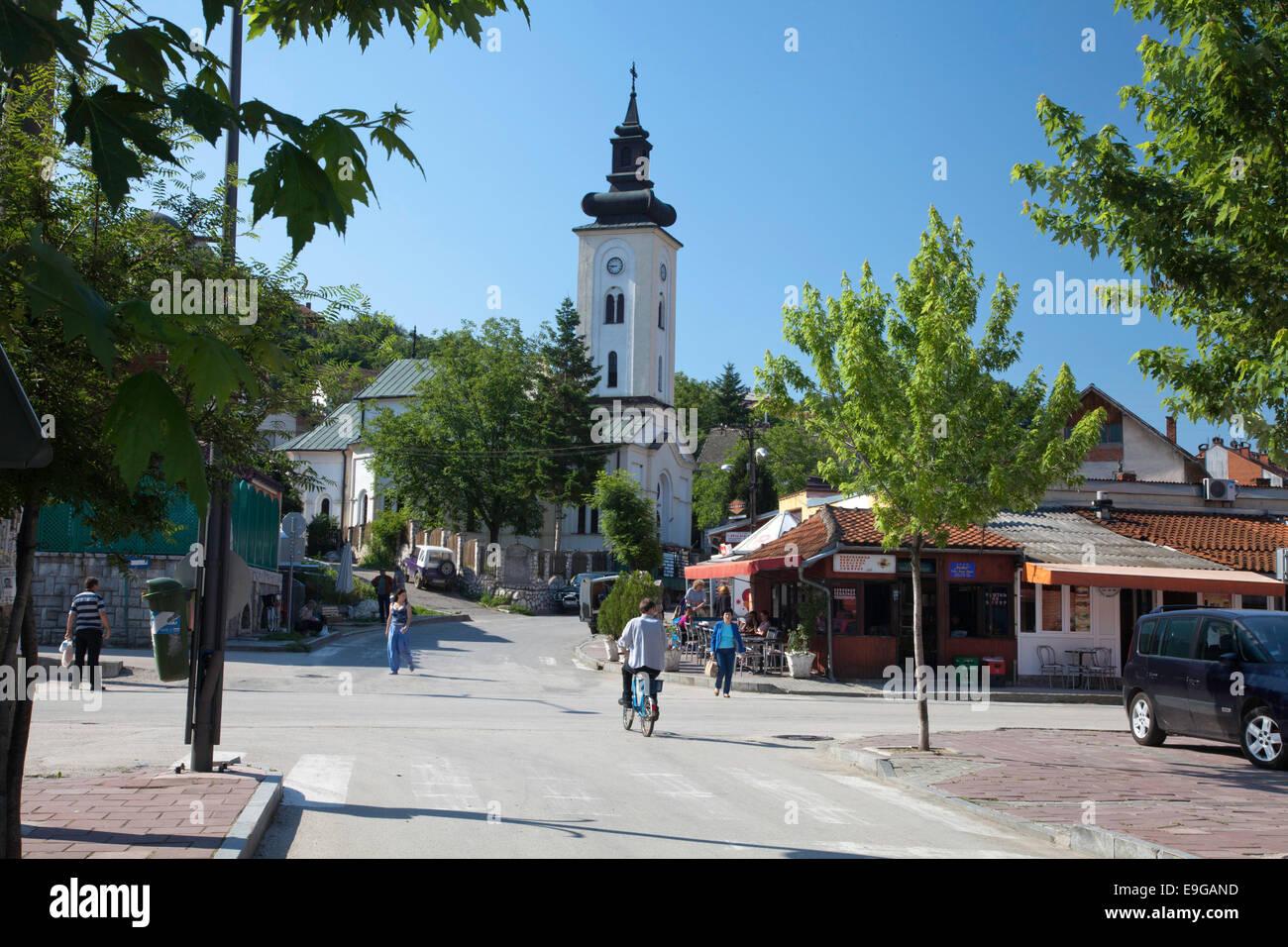 Cruce de caminos y calles del centro de la ciudad y la iglesia serbia Donji  Milanovac c9f541ad885c4