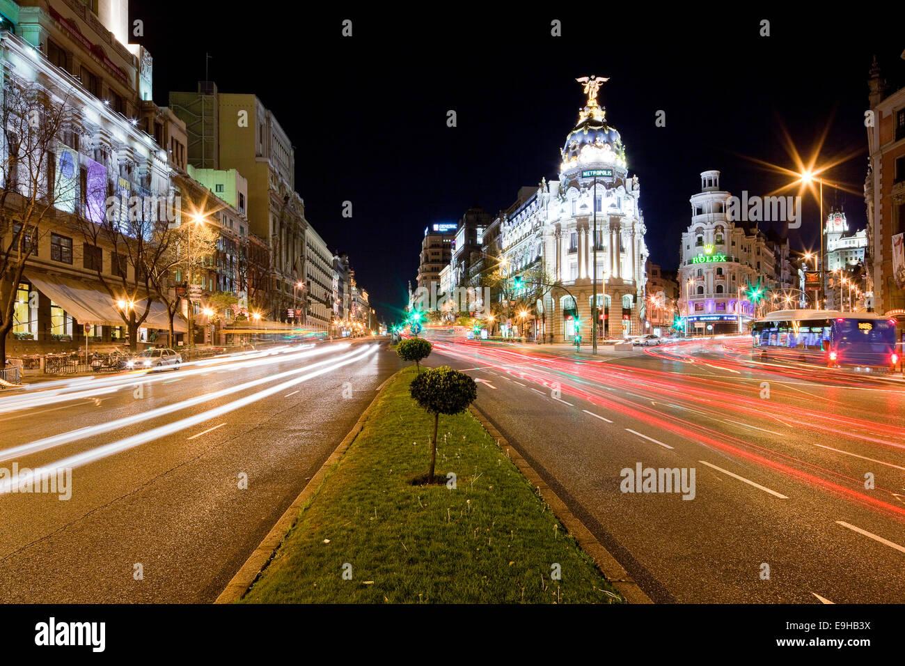 O edificio Metrópolis edificio Metrópolis en la calle Gran Vía, Madrid, España Imagen De Stock