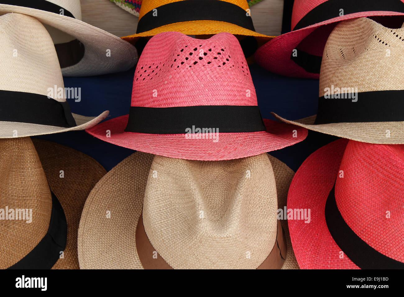 Handmade coloridos sombreros de Panamá para la venta en el mercado de  artesanías al aire libre 66980025636