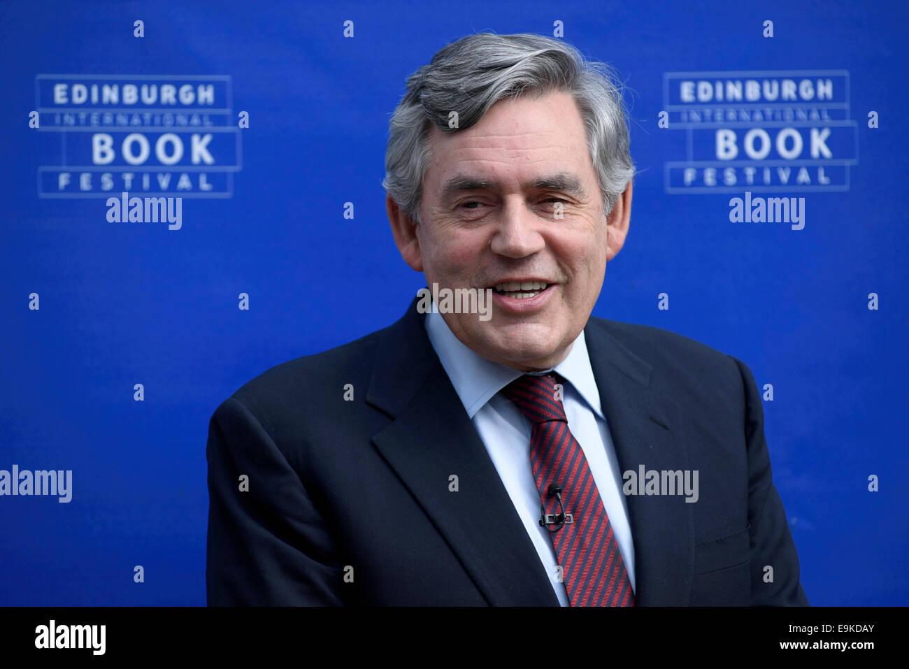 El ex primer ministro británico Gordon Brown aparece en el Edinburgh International Book Festival. Imagen De Stock