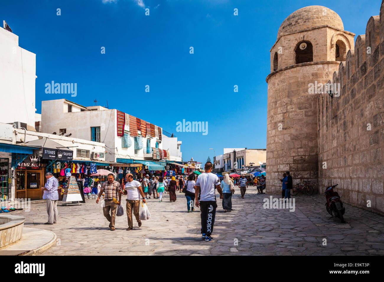 La Plaza de la Gran Mezquita en Sousse, Túnez. Imagen De Stock
