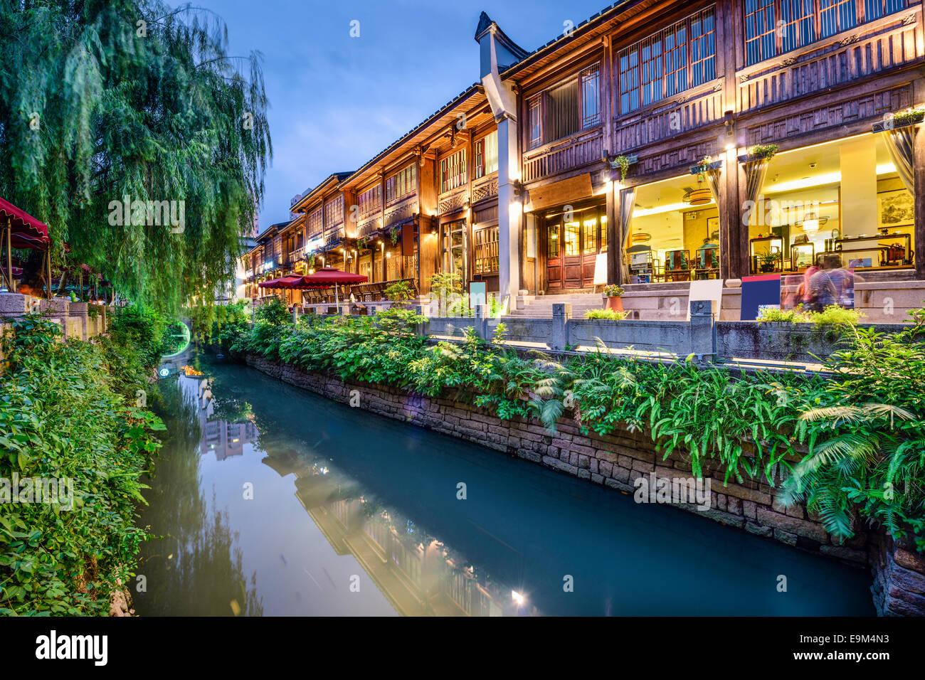 Fuzhou, China en tres carriles siete callejones tradicionales del distrito de compras. Imagen De Stock