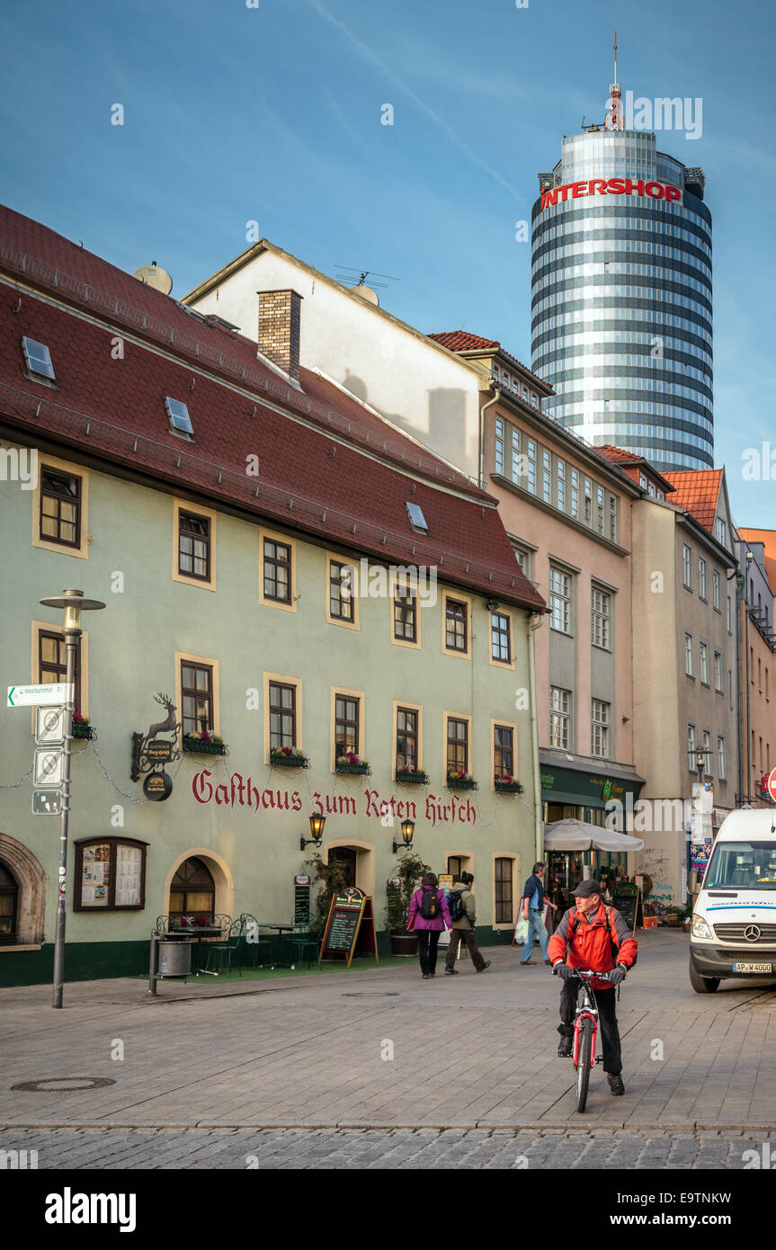 Intershop edificio conjunto exterior contra los edificios for Exterior edificios