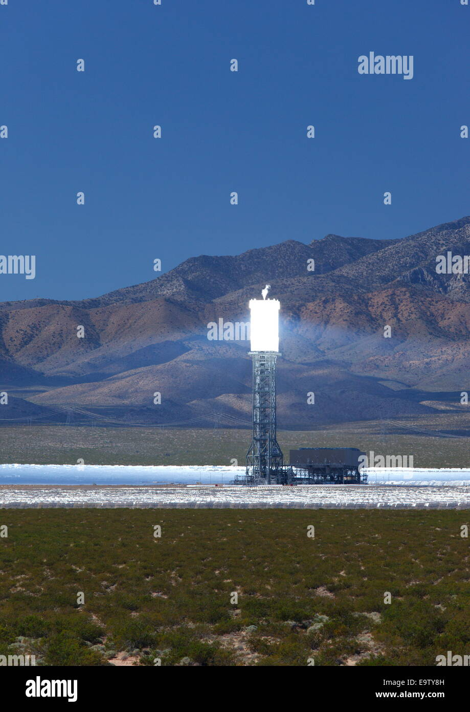 Proyecto de energía térmica solar Ivanpah, cerca de Primm, California, EE.UU. Imagen De Stock