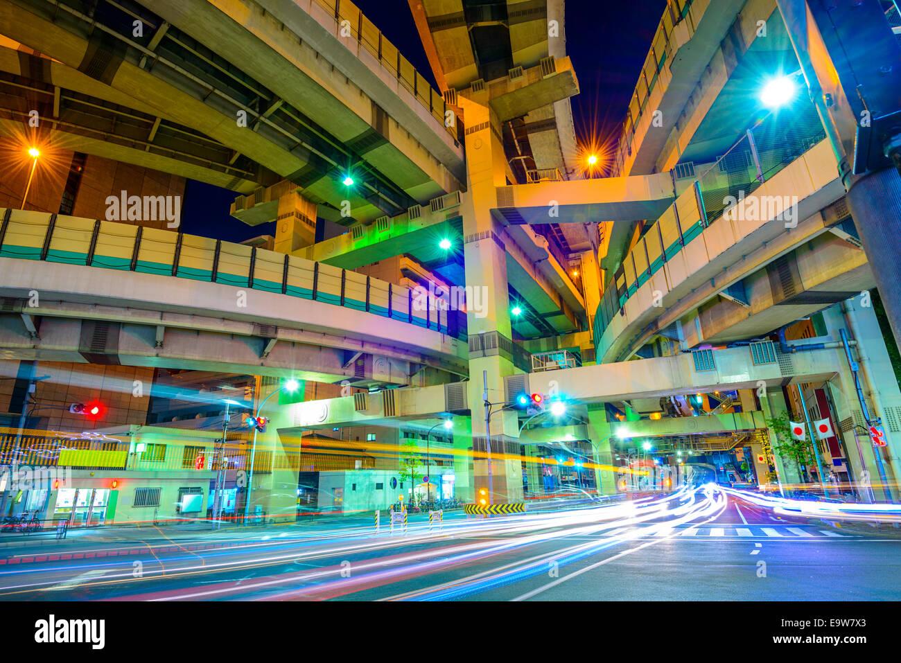 Tokio, Japón, el paisaje y el cruce de autopista. Imagen De Stock