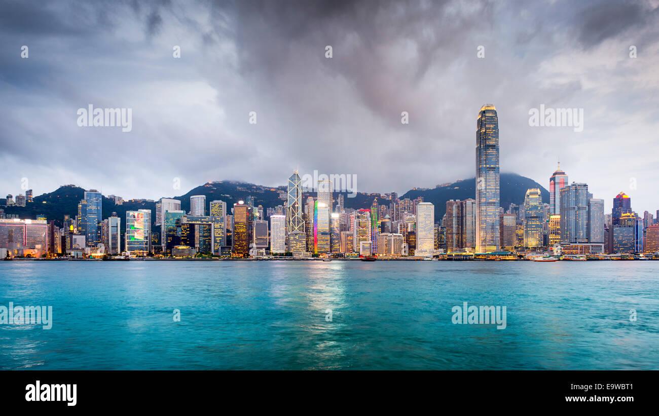 Hong Kong, China city skyline en Victoria Harbour. Imagen De Stock