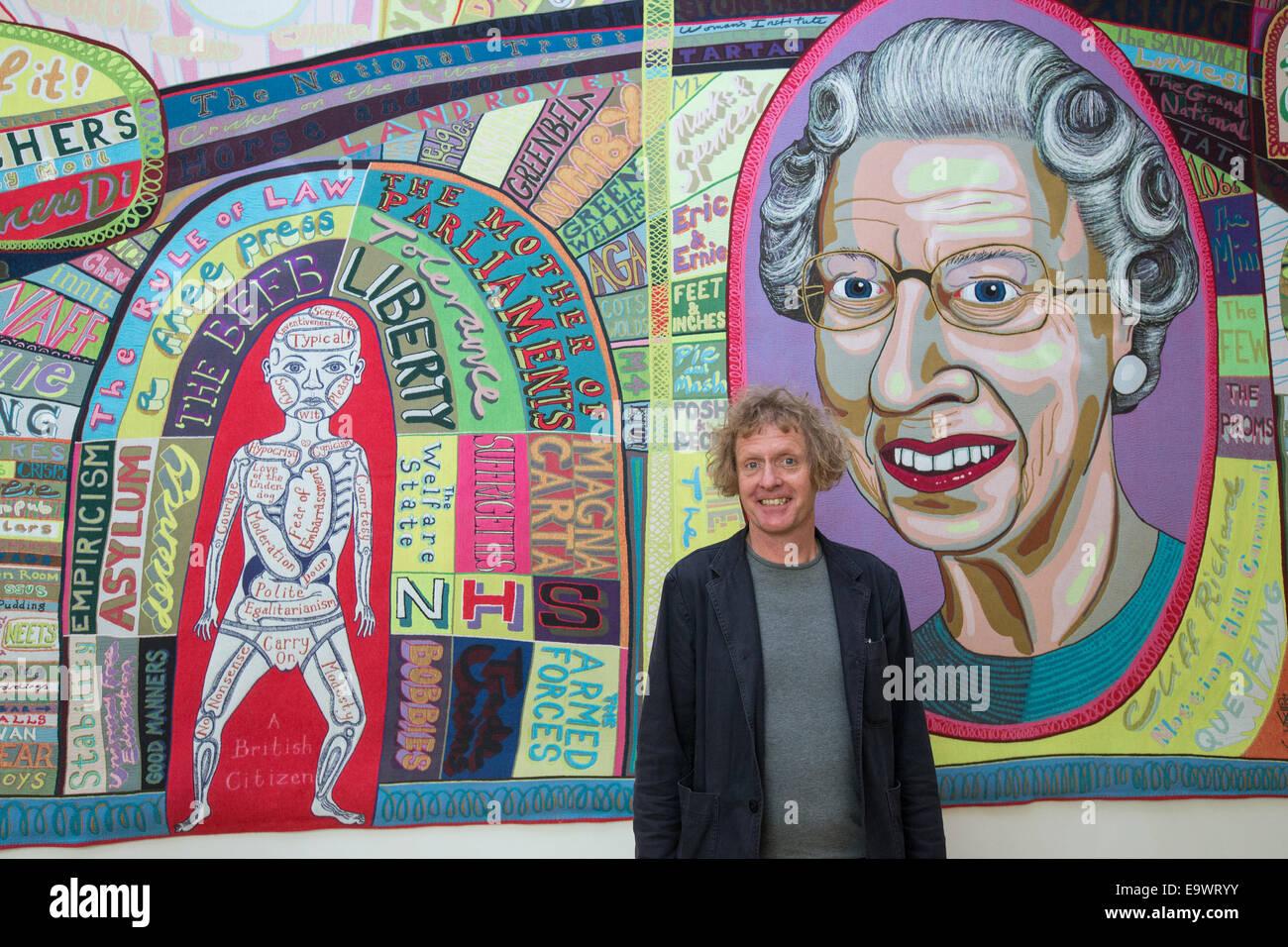 """Grayson Perry con su obra 'Comfort' Manta 2014 a la Galería Nacional de Retratos, parte del """"Quién Imagen De Stock"""