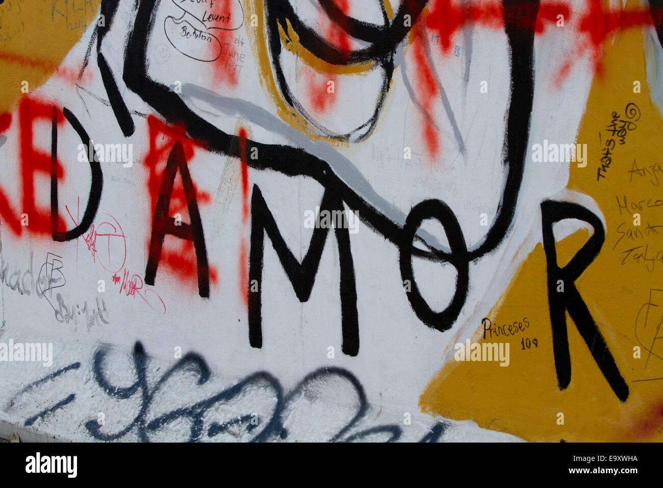 Muro de Berlín Graffiti coloridos dibujos animados amor amor Imagen De Stock