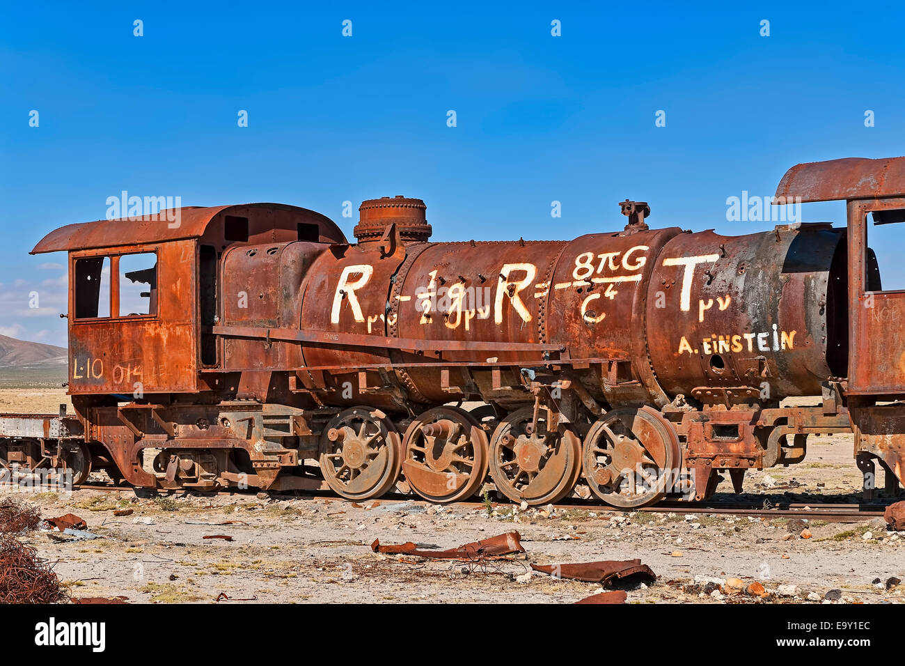 Tren antiguo cementerio de trenes en el Cementerio de los trenes, Uyuni, Bolivia Foto de stock