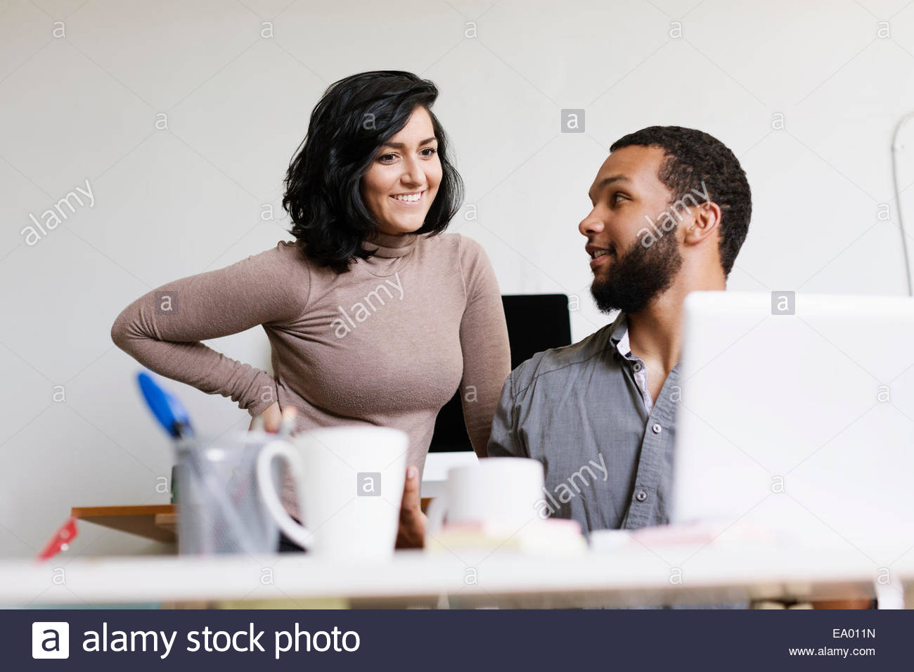 El hombre y la mujer en la pequeña empresa, start-up Imagen De Stock